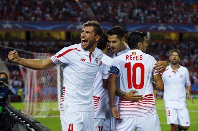 Krychowiak celebra un gol del Sevilla