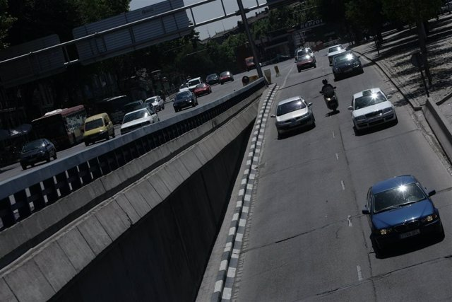 Recursos de tráfico. Carreteras. Coches.