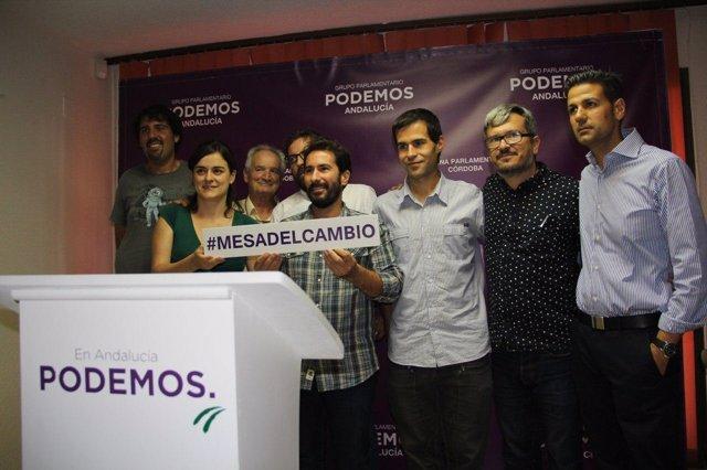 Moscoso (centro) en la presentación de la Mesa del Cambio