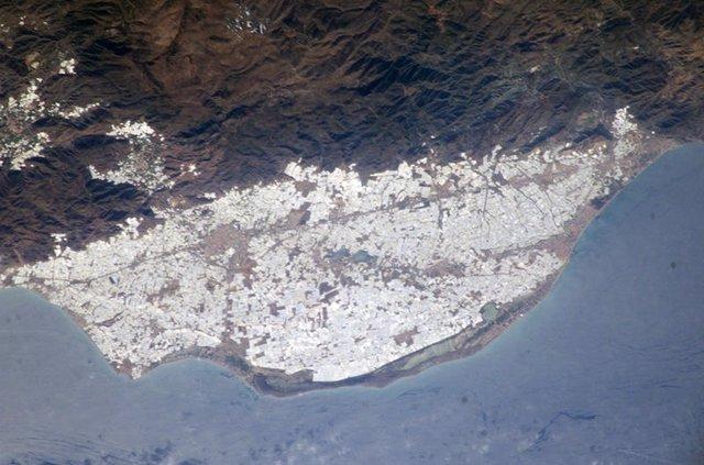 Imágenes de los invernaderos de Almería vistos desde Google Maps