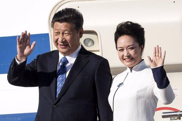 El presidente chino, Xi Jinping, junto a su mujer
