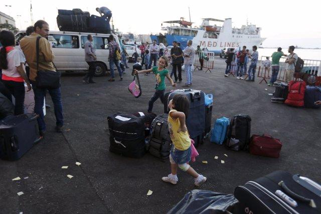Sirios en el puerto de Trípoli, en el norte de Líbano.