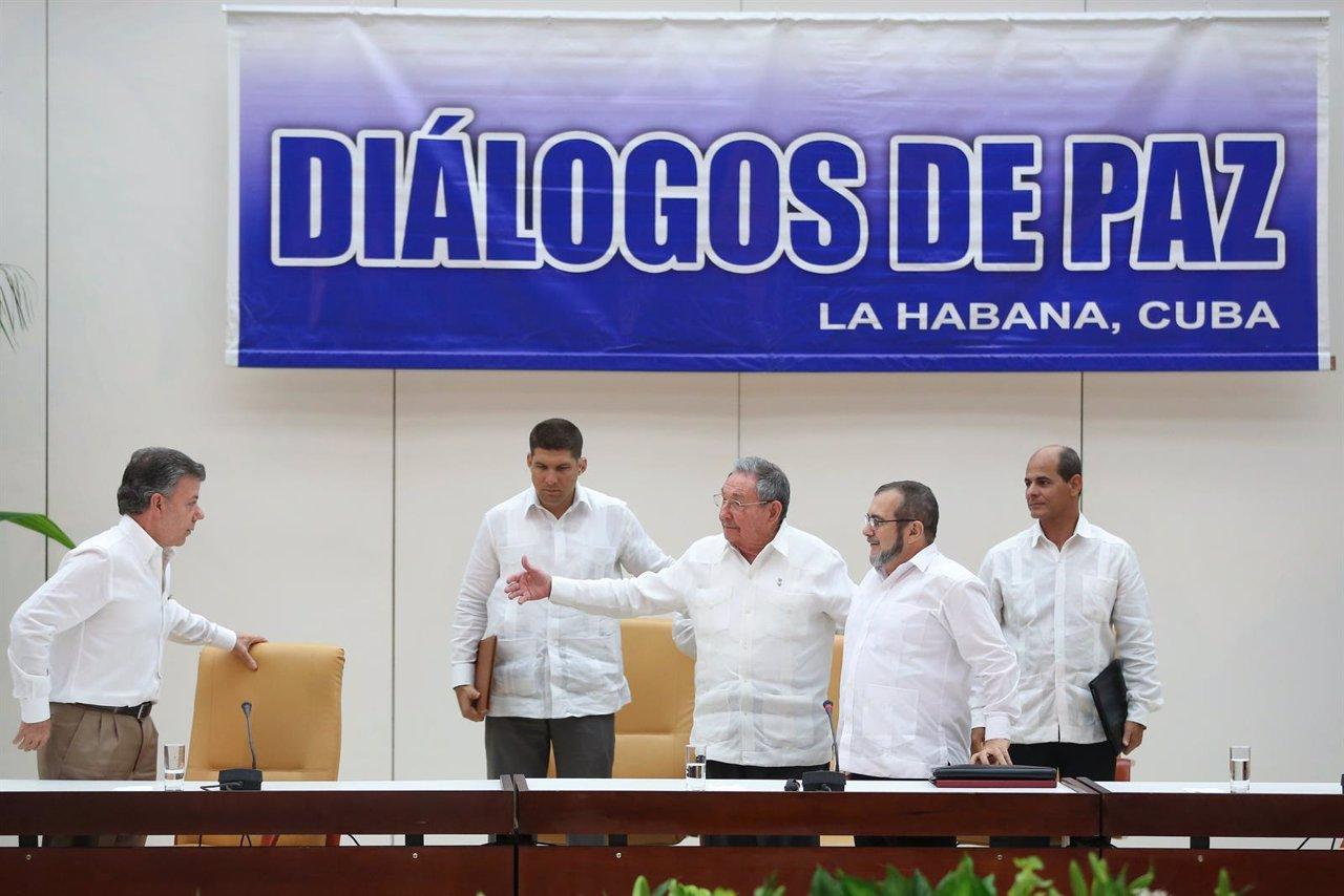 Santos, Castro y 'Timochenko', en La Habana