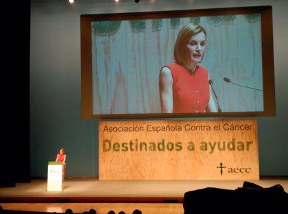 La Reina Letizia destaca el compromiso de la AECC con la sociedad española a lo largo de su historia