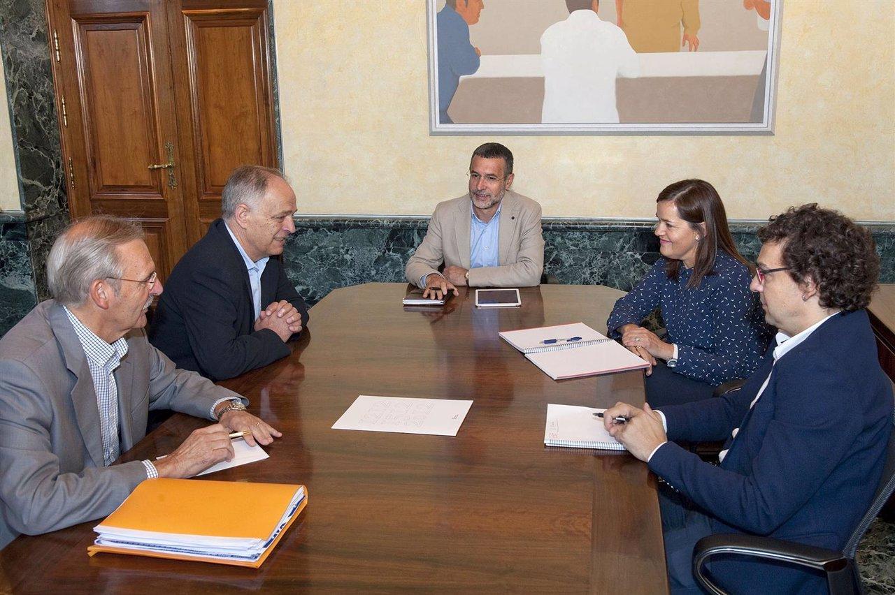 Fernández, Yoldi, El Vicepresidente Laparra, Mañú Y Mauleón Durante La Reunión.