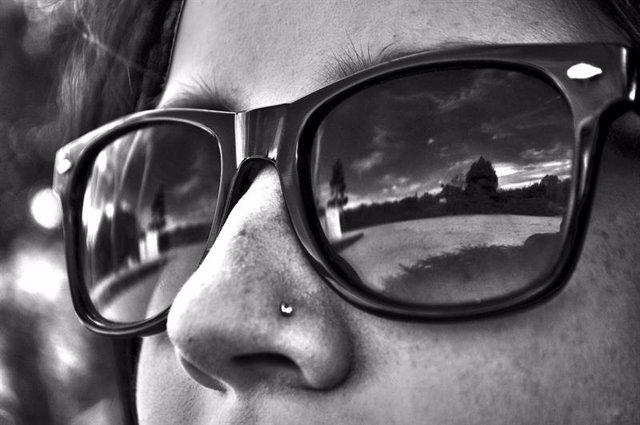 Fotofobia, señor mayor, gafas de sol