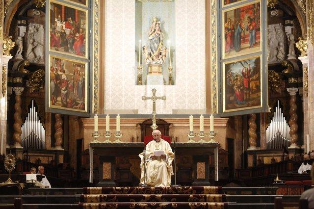 El cardenal Cañizares durante la vigilia de oración por la unidad de España