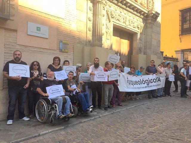 Concentración ante la Casa de Castril de Granada