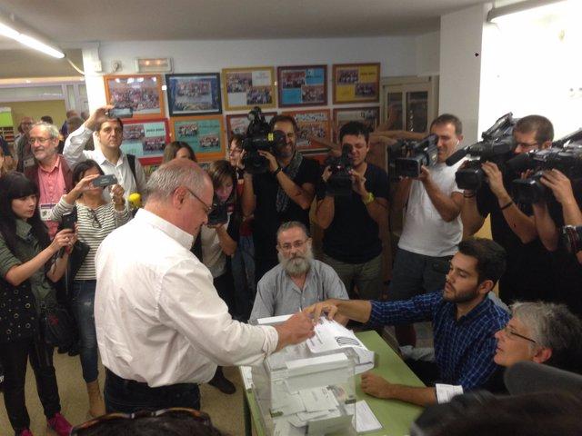 Lluís Rabell vota en el 27S