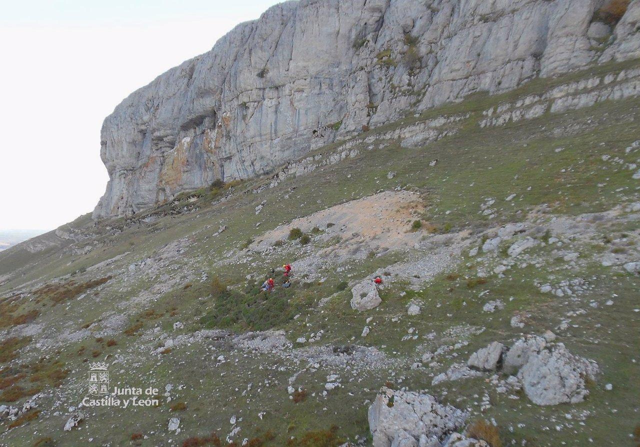 Un momento del rescate del joven en peña Amaya (Burgos)