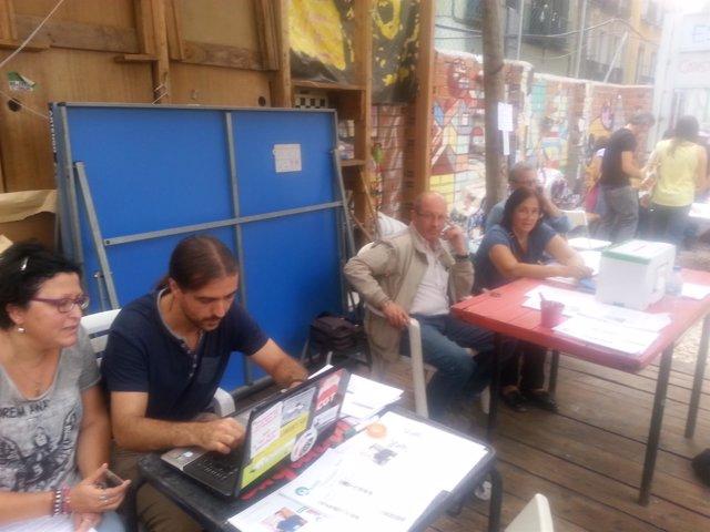 Una de las mesas de votación para vocales vecinos de Ahora Madrid