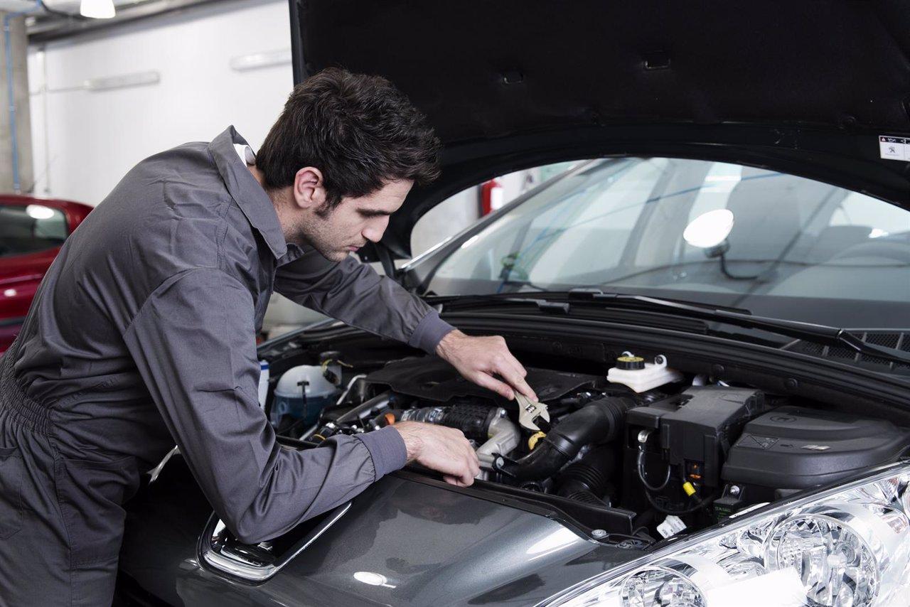Reparación de un coche, taller, posventa