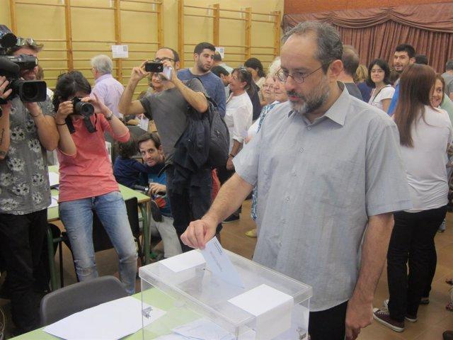 Antonio Baños (CUP) vota el 27S