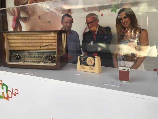 Exposición de radios antiguas de la Cadena Cope.