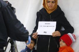 Alemania traduce parte de su Constitución al árabe para ayudar a integrarse a los refugiados