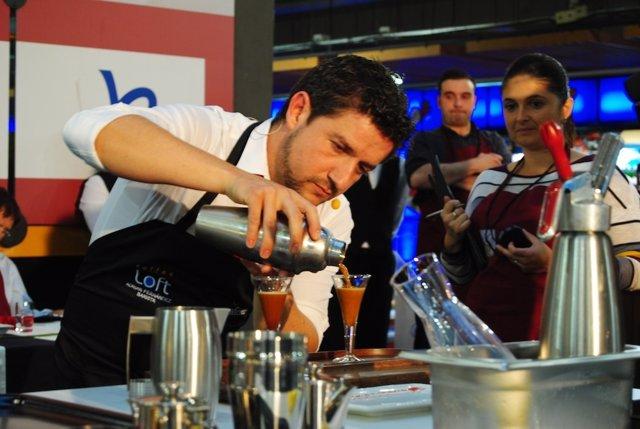Barista prepara un café Campeonato Nacional Baristas Fórum Café