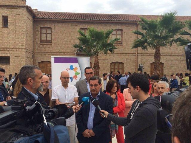 Acto con víctimas de la talidomida en Fuente Vaqueros (Granada)
