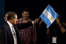 El candidato oficialista a la Presidencia de Argentina se mantiene al frente de los sondeos