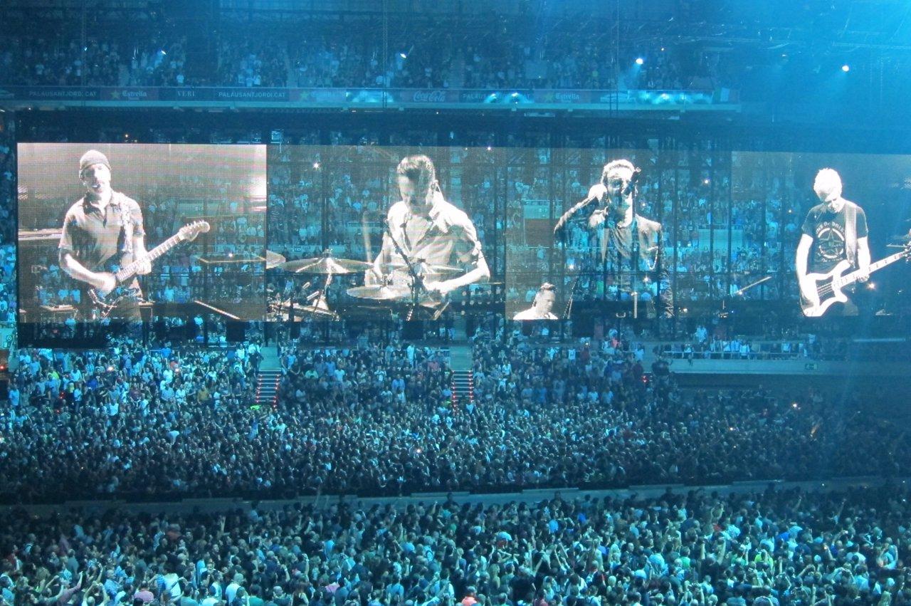 U2 en el Sant Jordi de Barcelona