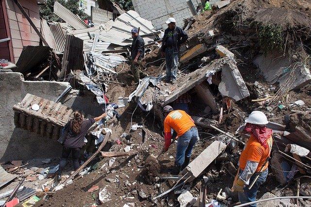 Tareas de rescate tras el alud en el sur de Guatemala