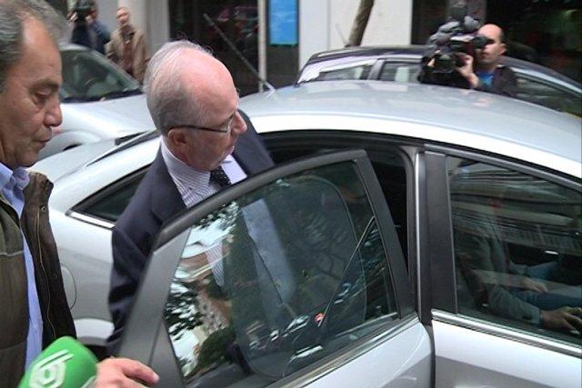 Rato sale de su casa este lunes, un día antes de declarar ante el juez