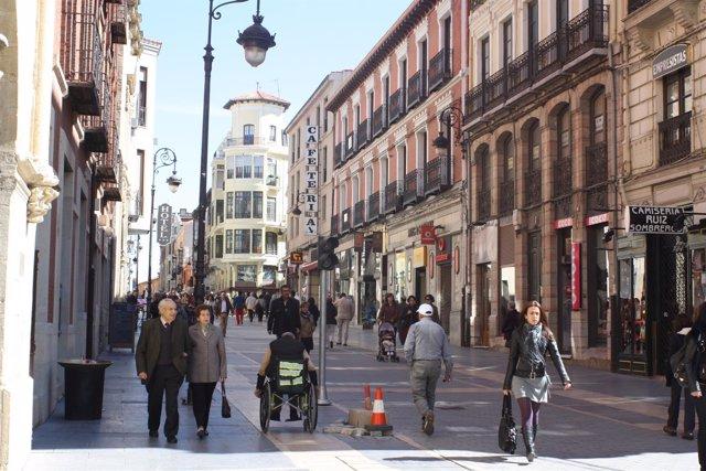 Calle Ancha, Una De Las Principales Vías Del Casco Histórico De León.