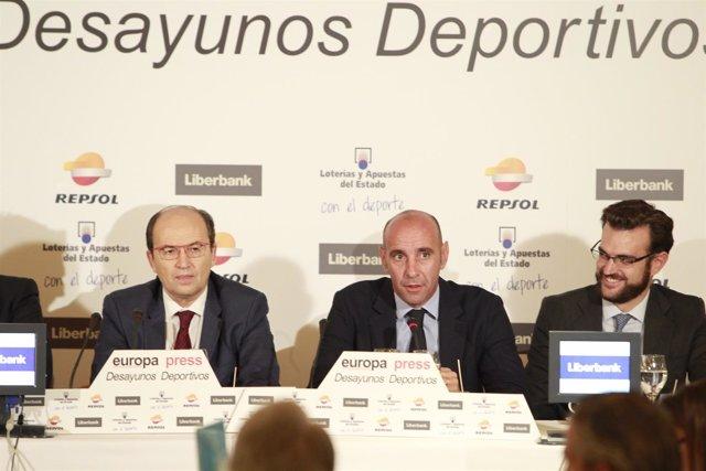 El presidente del Sevilla, José Castro, y el Director Deportivo Ramón Rodríguez
