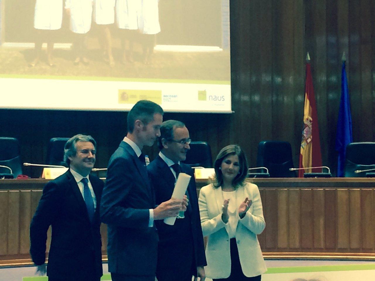 El director General de Central Lechera, J Armando Tellado, recibe el premio NAOS