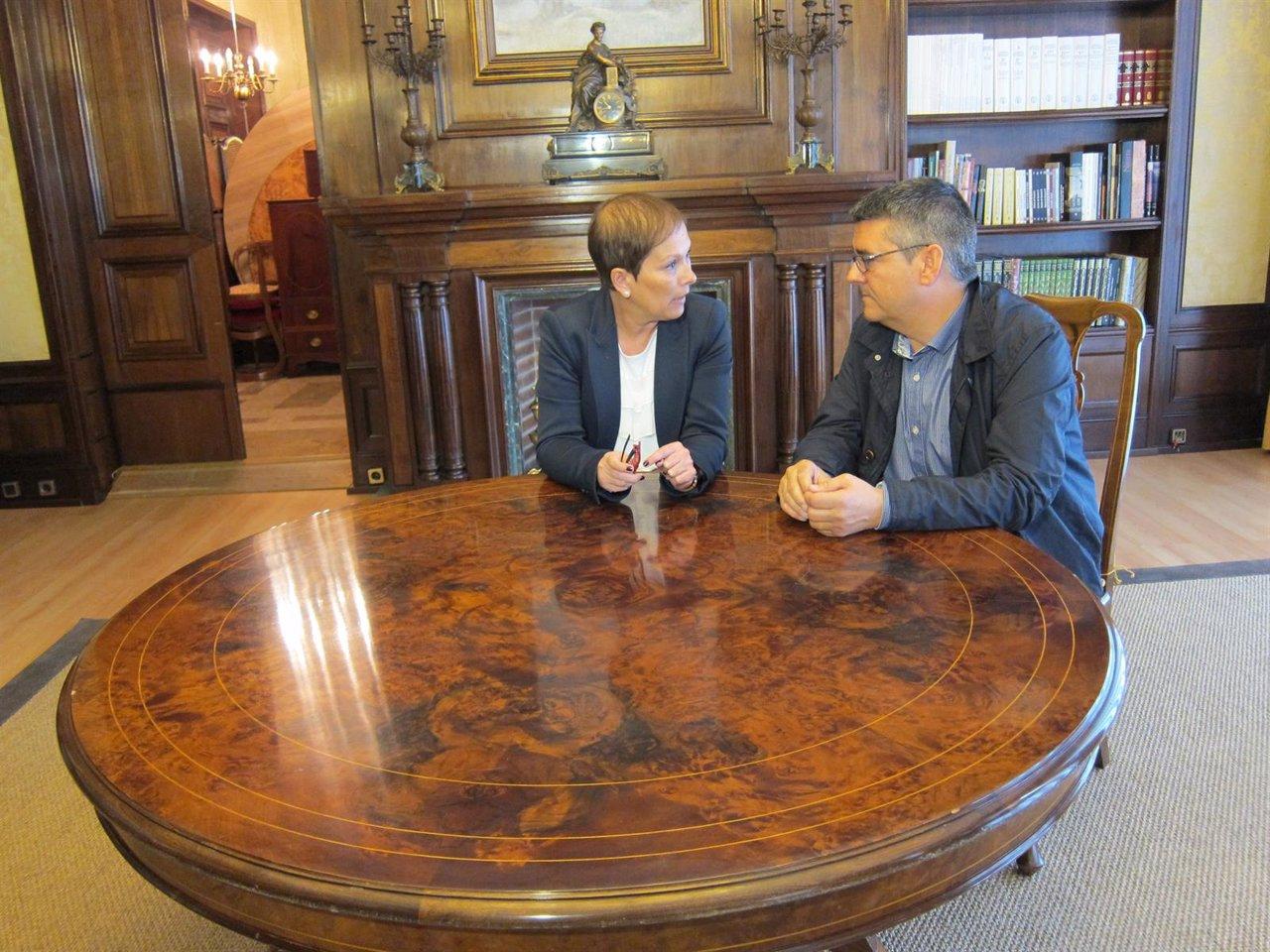 Barkos y Navallas al comienzo de su reunión en el Palacio de Navarra