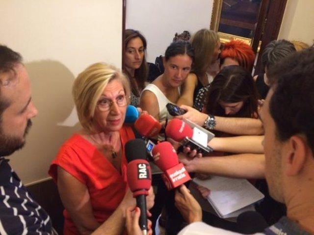 Rosa Díez da declaraciones a la prensa
