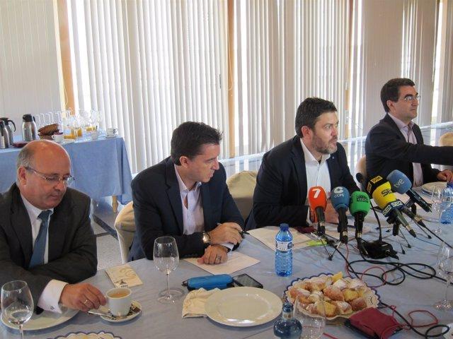 Los cuatro diputados de Ciudadanos durante el desayuno informativo