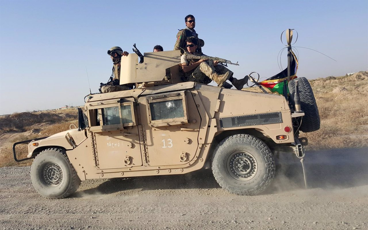 Fuerzas de seguridad afganas patrullando en Kunduz
