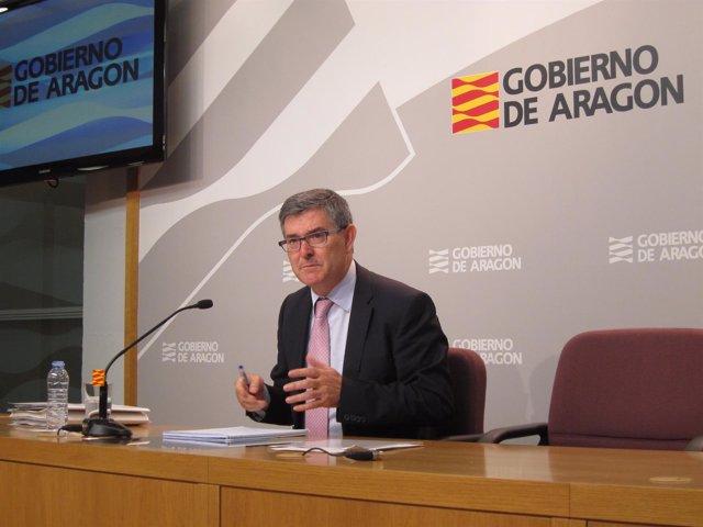 El consejero de Presidencia, Vicente Guillén, en rueda de prensa este martes