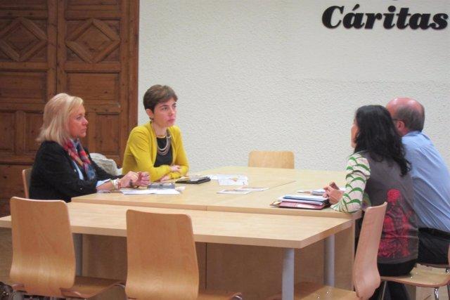 Mercedes Fernández, reunida con responsables de Cáritas