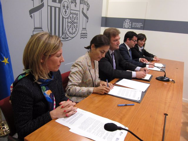 Firma convenio Gobierno y Tráfico sobre venta de vehículos