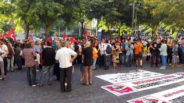 CGT apoya en el juzgado a 2 sindicalistas condenadas por una fogata en la Bolsa