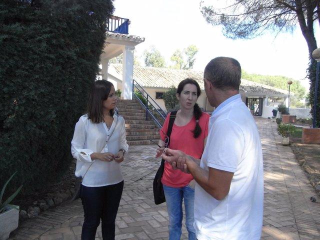 Un momento de la visita al Albergue de Cerro Muriano