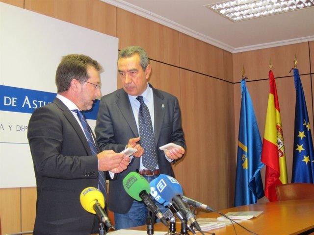 Genaro Alonso, consejero de Educación, junto a Alberto Muñoz, de Consejo Escolar