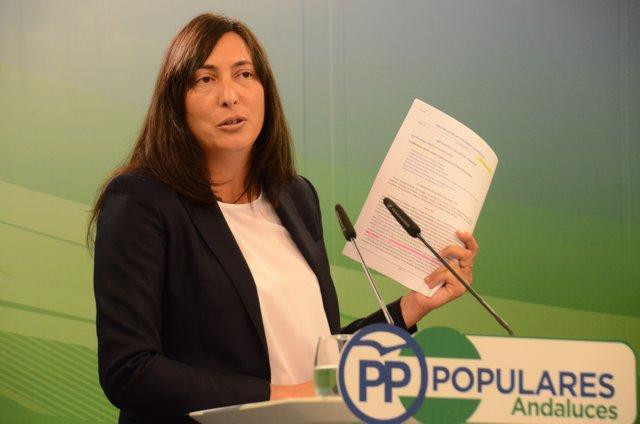 La secretaria general del PP-A, Dolores López, en rueda de prensa