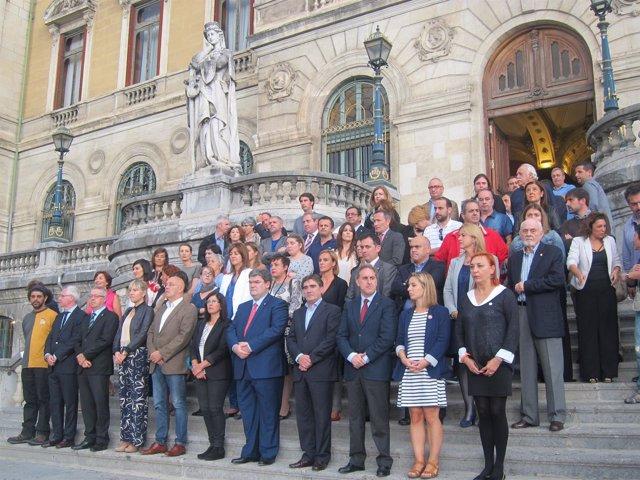 Concentración ante el Ayuntamiento de Bilbao