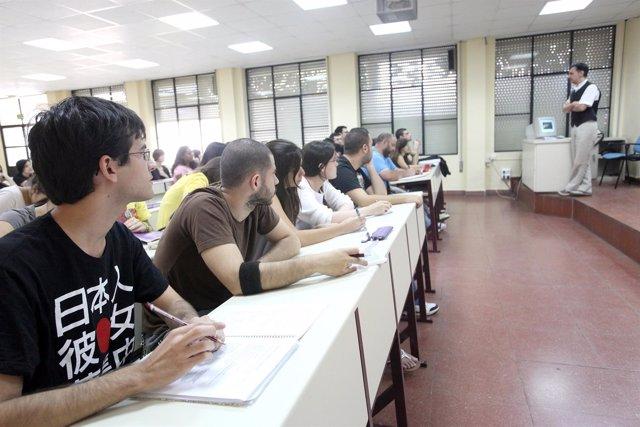 Imagen De Una Clase En La Universidad De Sevilla