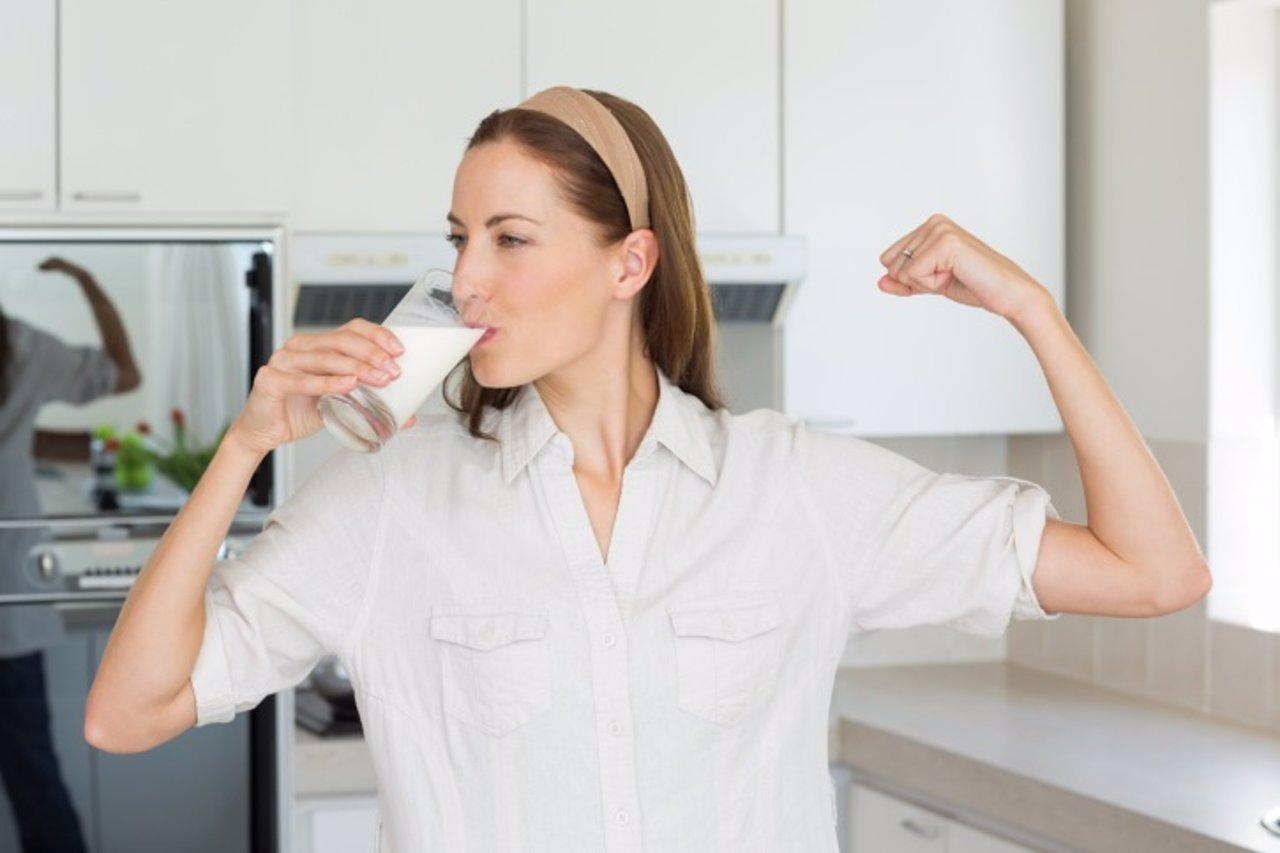 Mujer, hueso, calcio, leche