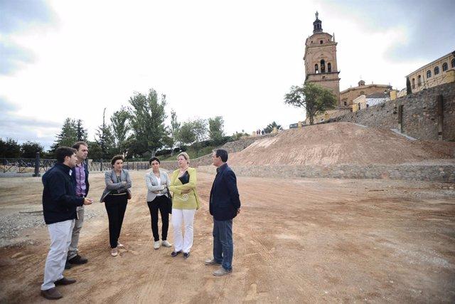 La delegada del Gobierno en Granada durante su visita a Guadix.