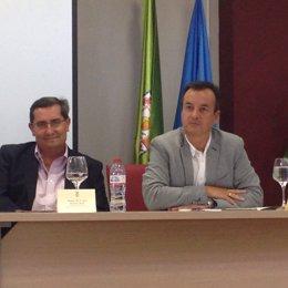 El delegado de Salud y Bienestar Social junto al presidente de la Diputación.