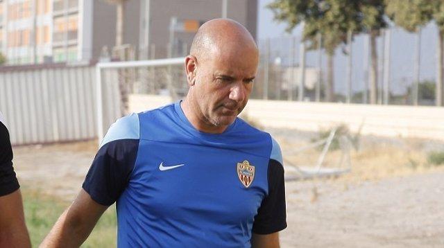 Miguel Rivera, entrenador interino del Almería