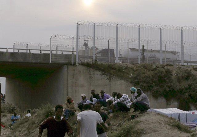 Inmigrantes en Calais, la zona más próxima al Reino Unido, Canal de la Mancha.