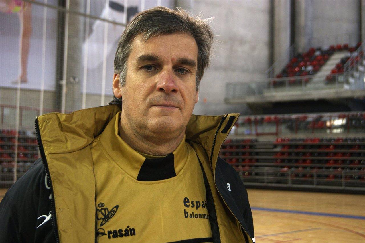 Jorge dueñas entredador seleccion femenina balonmano