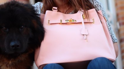 ¿Cuánto debe pesar el bolso?