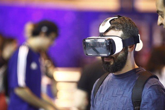 Videojuegos, consolas, gafas de realidad virtual Gear VR, jugando