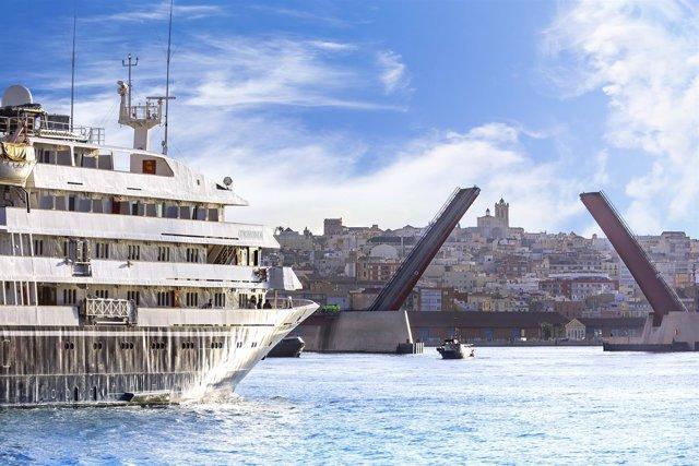 Embarcación Corinthian en el Puerto de Tarragona